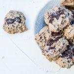 Biscuiți integrali cu unt de arahide, cocos & ciocolată